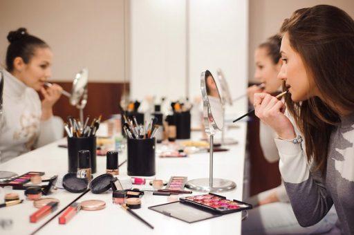 """Обучение макияжу для себя в Академии """"Sineli"""""""
