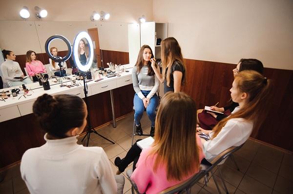 """Обучение макияжу в Академии """"Sineli"""""""
